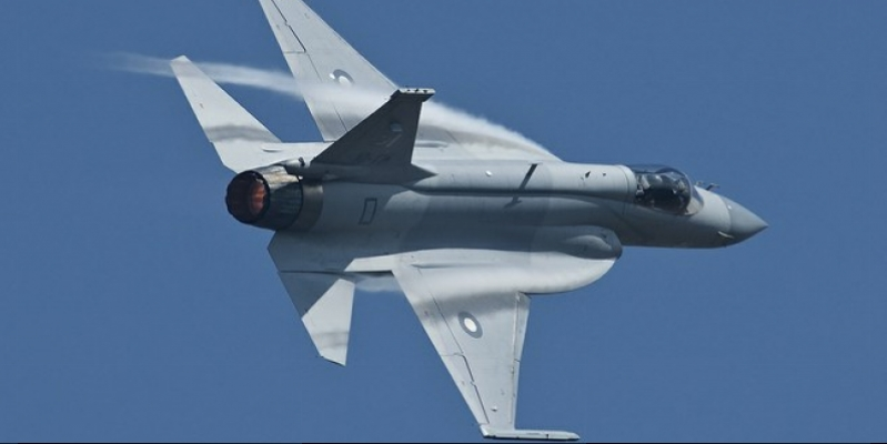 Pakistan JF-17 fighter made its debut in the international aviation exhibition (Video)