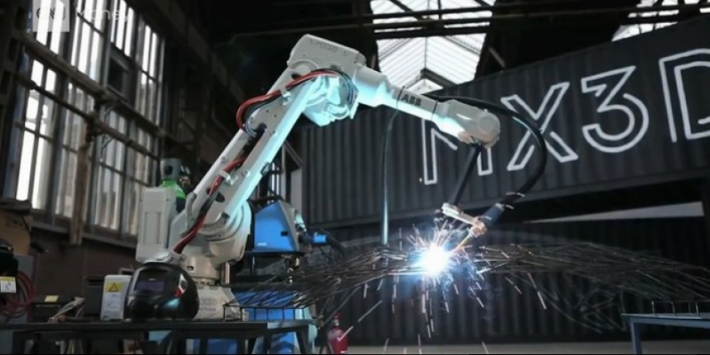 Robots will print the metal bridge over the canal (Video)